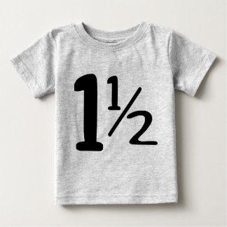 Um ano e meio Tshirt da criança