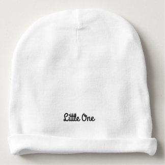 Um chapéu recém-nascido pequeno gorro para bebê