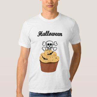 Um crânio e bastões do Dia das Bruxas Camiseta