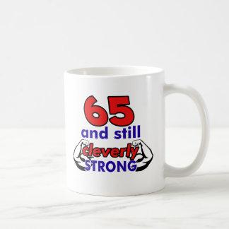 um design de 65 aniversários caneca de café
