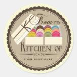 """Um dúzia franceses Macarons """"da cozinha de """" Adesivo Em Formato Redondo"""