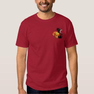 Um gato preto do Dia das Bruxas T-shirts