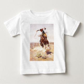 Um Hoss mau por Charles Marion Russell em 1904 T-shirts