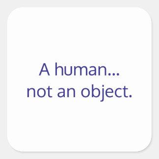 Um humano… não um objeto adesivo quadrado