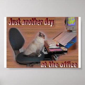 Um outro dia no escritório posteres