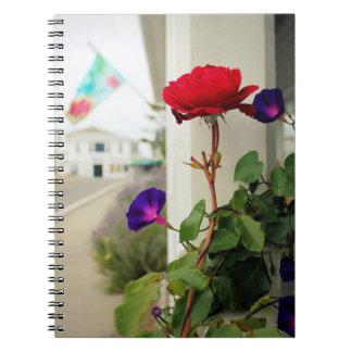 Um rosa é um caderno do rosa