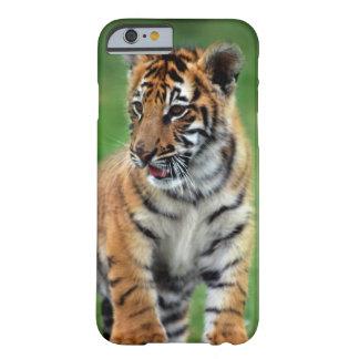 Um tigre de bebê bonito capa barely there para iPhone 6