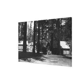 Uma cena do acampamento impressão de canvas envolvidas