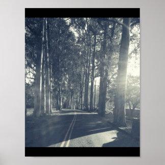 Uma estrada viajou menos pôster