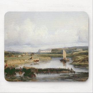 Uma paisagem extensiva do rio com uma ideia do Ch Mouse Pad