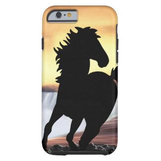 Uma silhueta e uma cachoeira do cavalo capa tough para iPhone 6