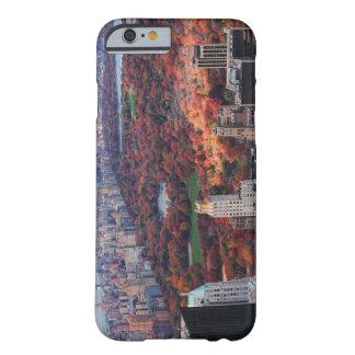 Uma vista de cima de: Outono no Central Park 01 Capa Barely There Para iPhone 6