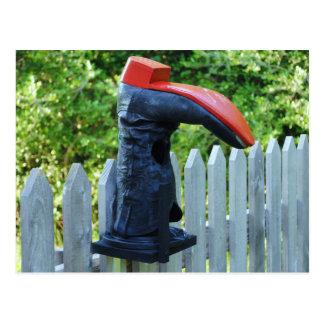 Único Birdhouse vermelho Cartão Postal