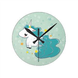 unicórnio azul dos desenhos animados com pulso de  relógios de pendurar