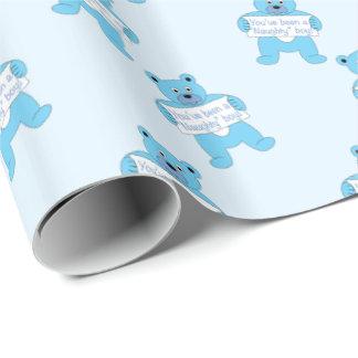 Urso azul com o menino impertinente do sinal papel de presente