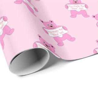 Urso cor-de-rosa com lista agradável do sinal papel de presente