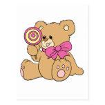 Urso de ursinho bonito do bebê com pirulito cartão postal
