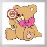 Urso de ursinho bonito do bebê com pirulito pôsteres