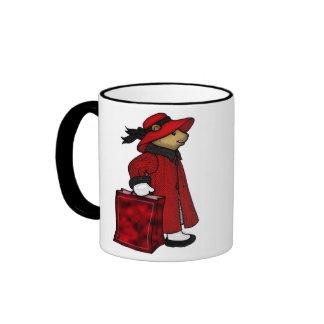 urso de ursinho em um chapéu vermelho com saco de caneca com contorno