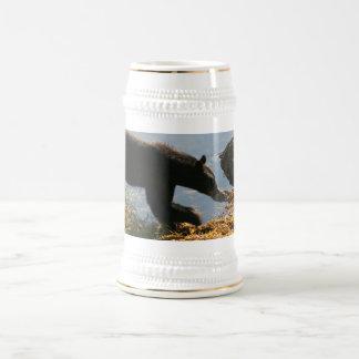Urso na alga caneca de cerveja