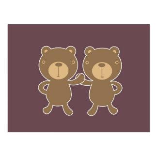 Urso no fundo liso da ameixa cartão postal