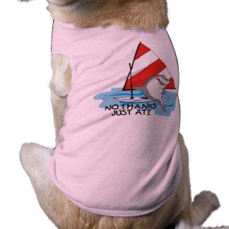 Veleiro que náutico do tubarão do humor nenhum camisa sem mangas para cachorro