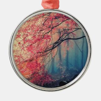Verão e inverno na floresta ornamento redondo cor prata
