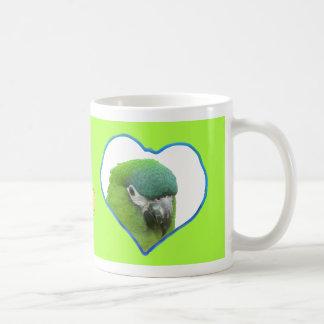 Verde da caneca de café da foto dos corações