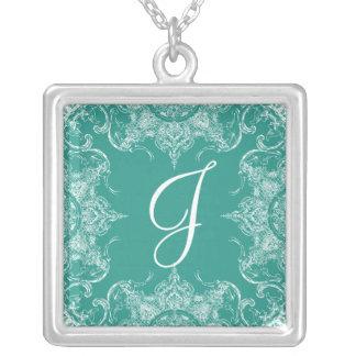 Verde da cerceta do monograma do casamento do colar banhado a prata