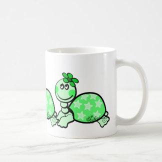 Verde engraçado bonito da tartaruga caneca