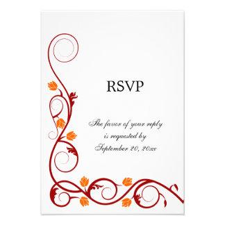 Vermelho elegante e a laranja rodam cartão de RSVP Convite