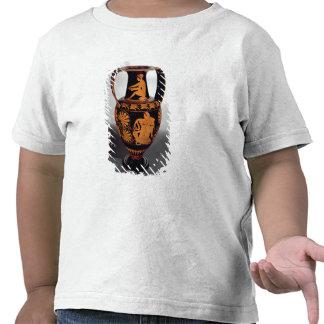 Vermelho-figura amphora do sótão que descreve um t-shirts