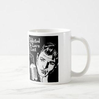 Viciado para amar perdido caneca de café