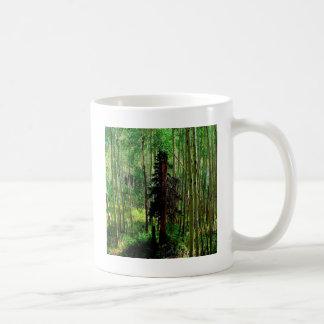 Vidoeiro magro da árvore caneca