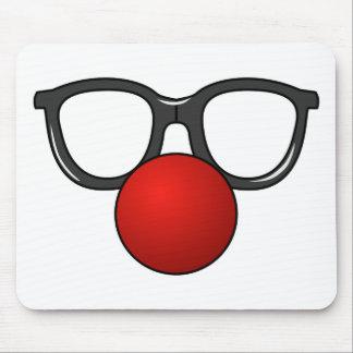 Vidros engraçados com o nariz engraçado vermelho mouse pad