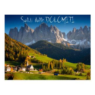 Vila das dolomites no cartão do italiano da queda