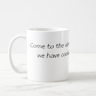 vindo ao lado escuro caneca de café
