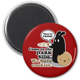Vindo ao lado escuro. Nós temos biscoitos. Ímã Ímã Redondo 5.08cm