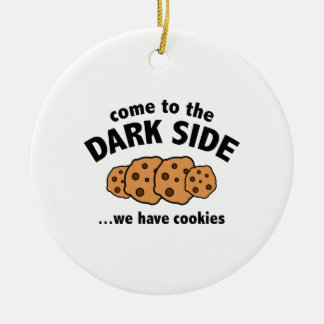 Vindo ao lado escuro… nós temos biscoitos ornamento de cerâmica redondo