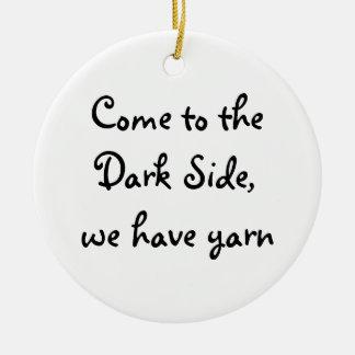Vindo ao lado escuro, nós temos o fio ornamento de cerâmica redondo