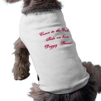 Vindo ao lado escuro nós temos os ossos do Doggy! Camisa Sem Mangas Para Cachorro