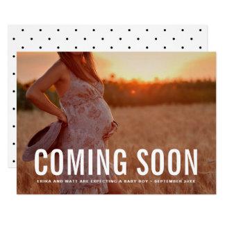 Vintage que vem logo anúncio da gravidez da foto
