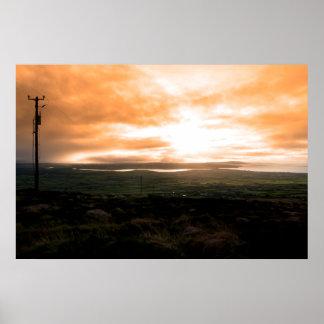vista da costa do Kerry com mastros do telégrafo Poster