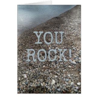 Você balança a linha costeira do feliz aniversario cartão comemorativo