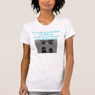 Você ri de me porque im diferente o mesmo emo t-shirt