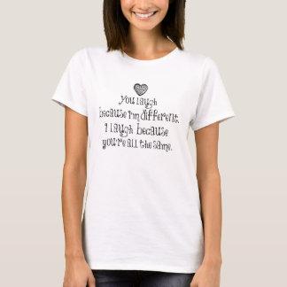 Você ri porque eu sou diferente tshirts