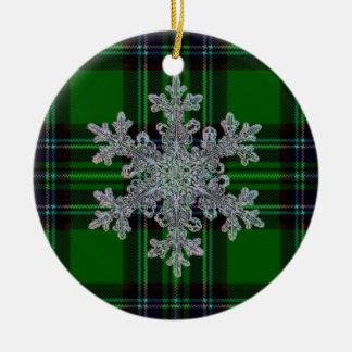 Xadrez verde e preta com detalhe do floco da neve ornamento de cerâmica