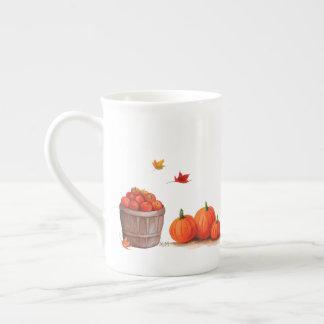 Xícara De Chá Dia da queda com as maçãs e o ancinho das folhas