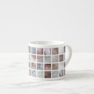 Xícara De Espresso Aguarela. Quadrados bege e cinzentos.