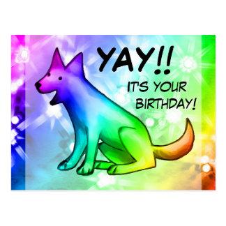 Yay! É seu aniversário! Cão feliz do arco-íris Cartão Postal